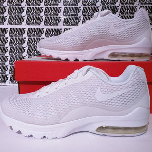 NIKE AIR MAX INVIGOR SE White on White